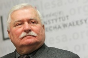 Экс-президент Польши не признал вину по делу о даче ложных показаний