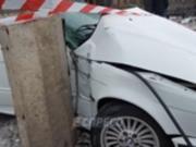 В Киеве BMW врезалось в столб, сбив насмерть пешехода