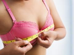 Пожилая модель отметила развод гигантским увеличением груди