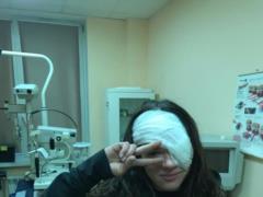 Руслана показала фото с перебинтованным глазом
