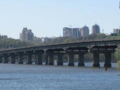 В  Киевавтодоре  рассказали о разрушении моста Патона