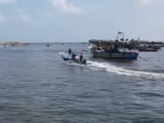 Флотилию выстрелами отогнали от границы Израиля