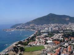 На курорте Черногории хотят штрафовать за променад в купальниках и плавках