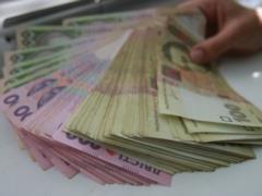 Чиновникам Украины повысили зарплаты и надбавки