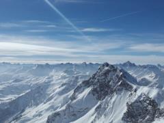 Швейцарская полиция нашла труп мужчины во льдах