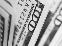 Почему дешевеет доллар и как долго это продлится