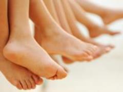 Избавиться от плоскостопия и боли в ногах помогут 11 упражнений