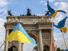 2019-й в цифрах социологов: из 10 украинцев работали шестеро, треть готовы эмигрировать