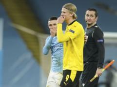 Арбитр взял автограф у вундеркинда  Боруссии  после матча с  Манчестер Сити : как отреагировал Гвардиола