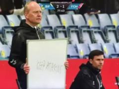 Разорвал соцсети: тренер датского клуба оригинально обратился к игрокам во время матча