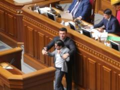 Потасовка в Раде: Арахамия предлагает отстранить Тищенко и Лероса на пять заседаний