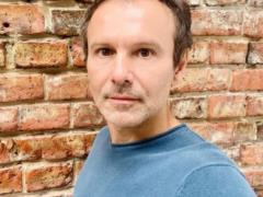 46-летний Вакарчук с голым торсом ошарашил кубиками пресса