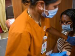 Журнал The Lancet опубликовал статью о бесполезности массовой ревакцинации